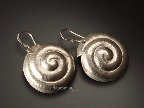 sidabriniai auskarai be akmenų