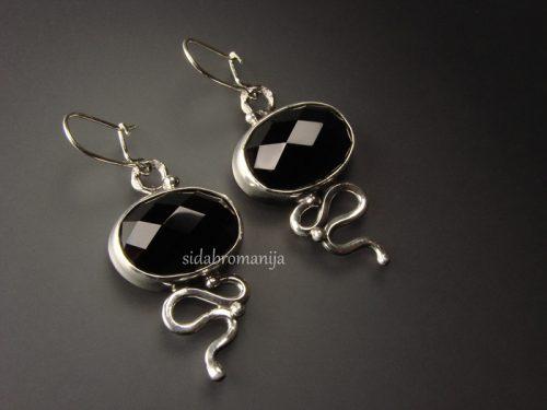 sidabriniai auskarai su oniksais