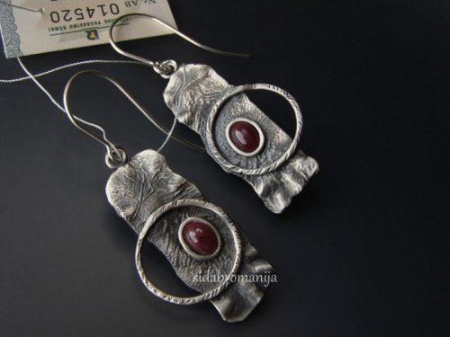 sidabriniai auskarai su rubinu