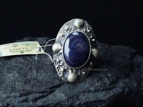 sidabrinis žiedas su stambiu safyru